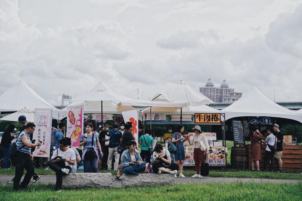 綠生活音樂節週邊策劃近百組市集一同參與盛會。 圖/沈佩臻攝影