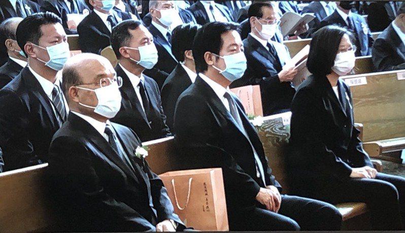 蔡英文總統、副總統賴清德、行政院長蘇貞昌上午陸續抵達前總統李登輝追思告別禮拜會場。照片/翻攝自現場電視畫面。