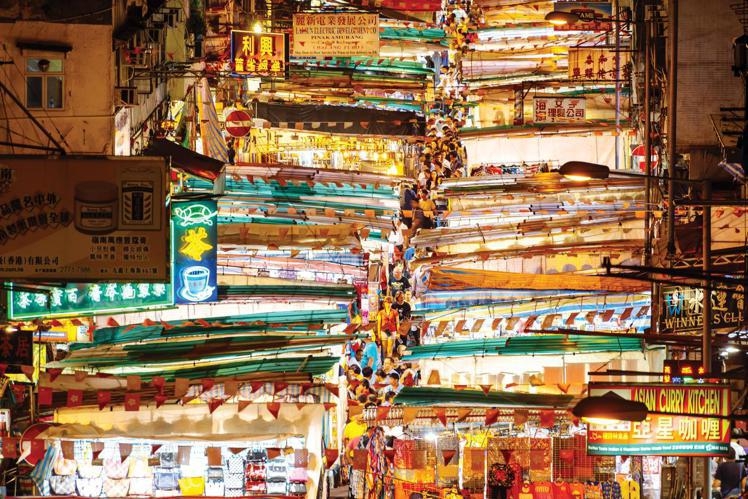 五光十色的廟街。圖/香港旅遊局提供