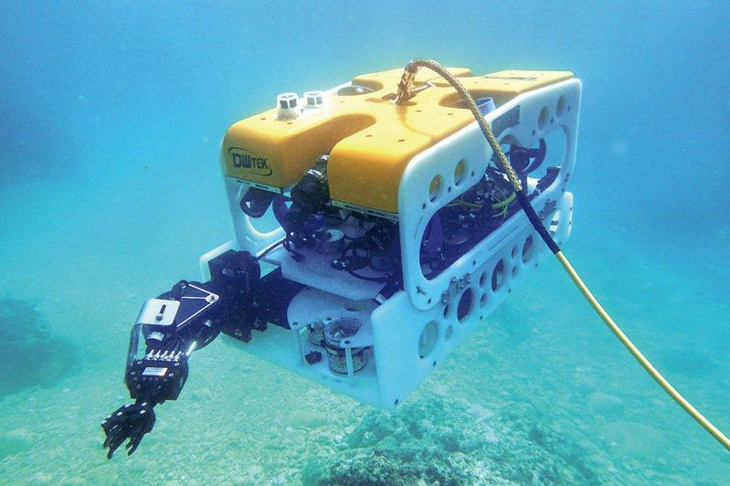 屏東海生館的水下遙控無人載具(ROV)9月27日下台東蘭嶼海域探勘時,同步在台北國立科學教育館舉辦現場網路直播。圖/海生館提供