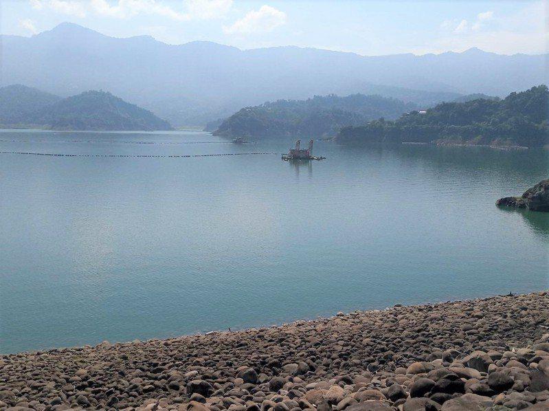 曾文水庫蓄水量只剩4成,比往年同期平均少2億立方公尺,約是2.2座南化水庫的蓄水量。圖/南水局提供