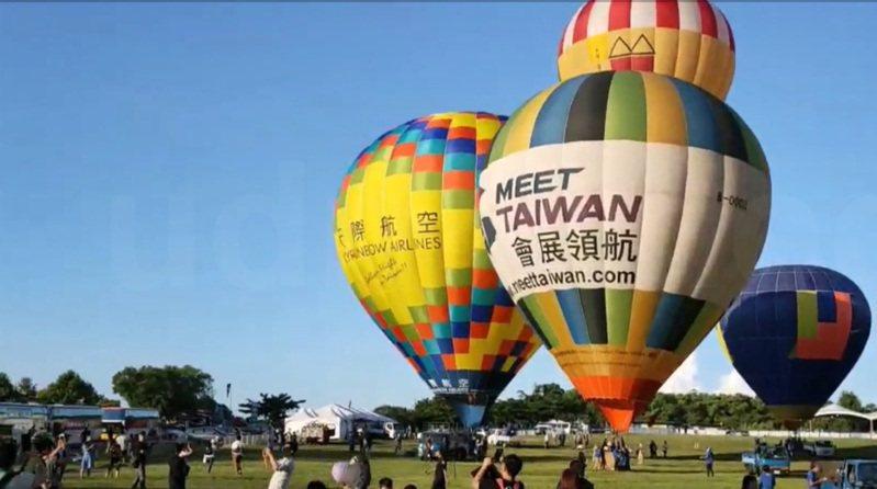 嘉義大同技術學院10月23、24日舉辦57周年校慶活動,邀請熱氣球航空公司,到校舉辦熱氣球繫留升空體驗及walk in參觀。圖/取自本報影音