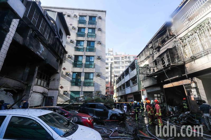 台中市東海商圈今天凌晨發生氣爆意外,造成四死一傷悲劇。記者黃仲裕/攝影