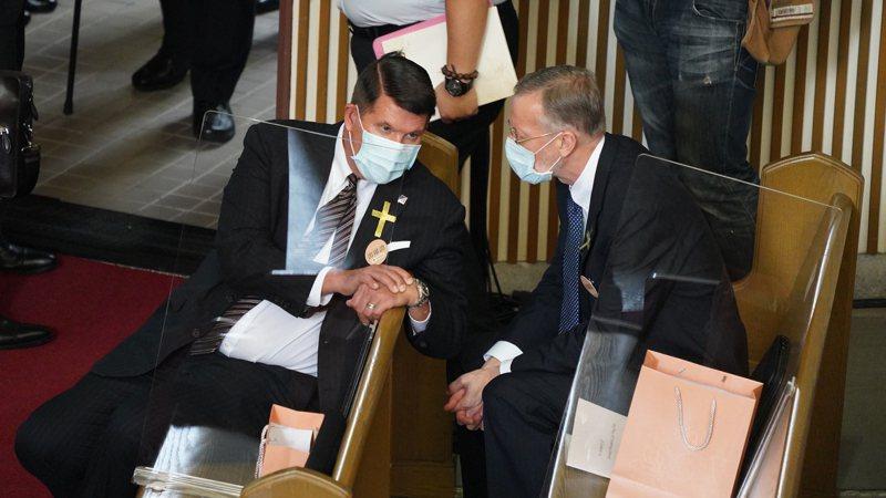 李前總統登輝先生追思告別禮拜在真理大學舉行,美國國務次卿克拉奇出席哀悼。圖/台北市攝影記者聯誼會提供