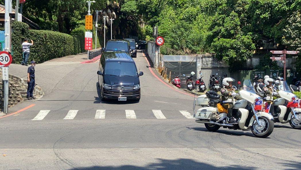 車隊上午11時51分左右離開。記者柯毓庭/攝影