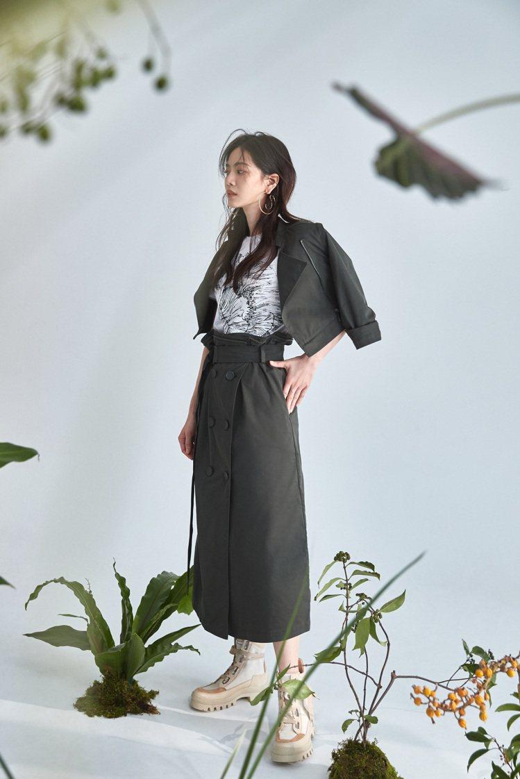 曾之喬詮釋MAX&Co.秋冬經典5 in 1風衣的多變風格。圖/MAX&Co.提...