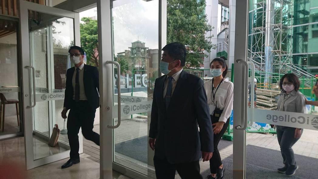 畢業於北醫大的陳時中今回到母校,他說,回娘家興奮,但被媒體問及是否考慮回台北醫學...