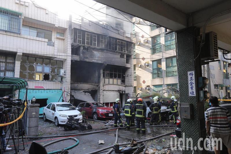 爆炸發生在龍井區新興路59巷11號,陳姓屋主一家三口都喪生火海。記者黃仲裕/攝影