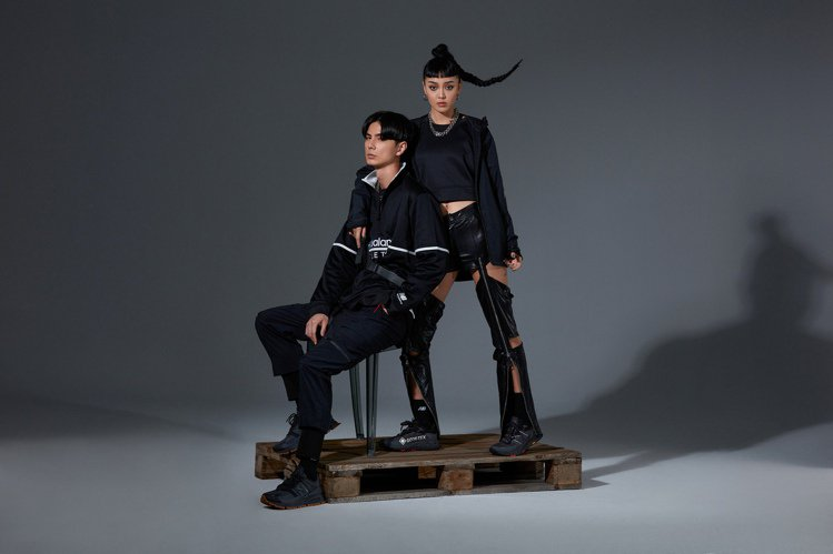 邱文駿(左)詮釋MSXRCTED鞋3,280元、李涵(右)演繹MTHIEBX5鞋...