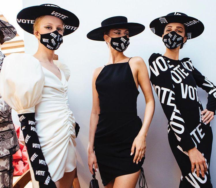 模特兒戴著VOTE字樣的口罩。圖/取自IG