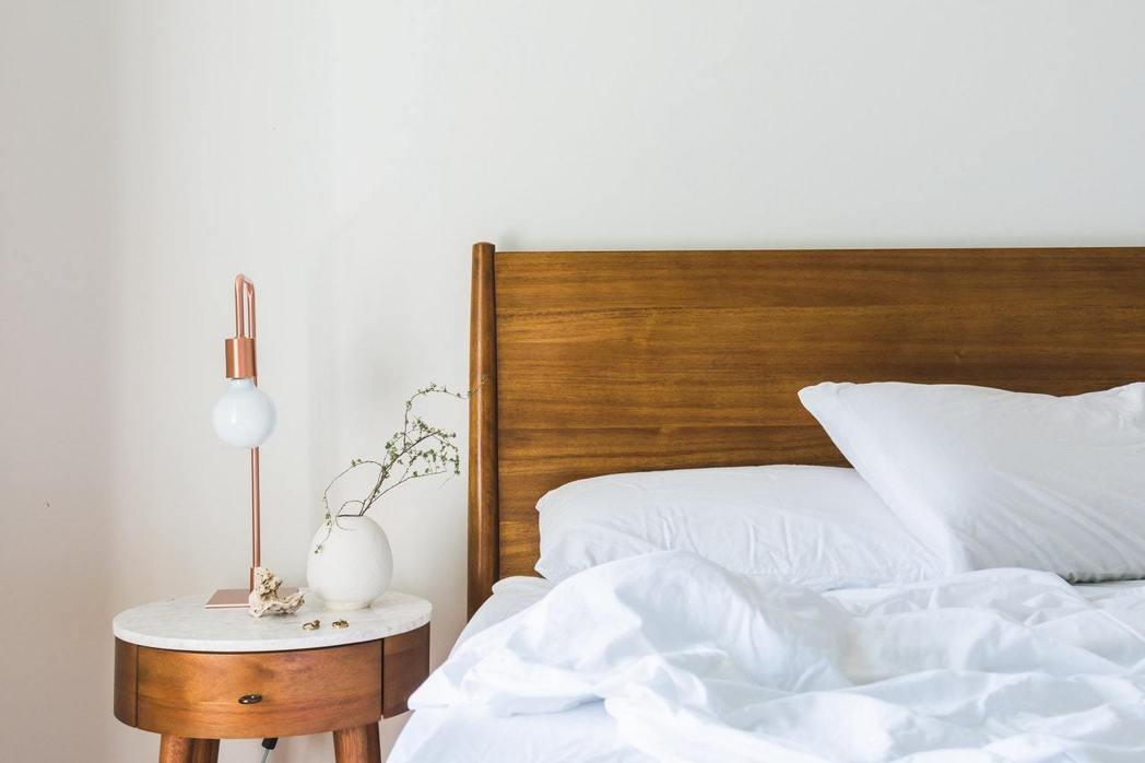 床上的枕芯,要定期更換。圖/摘自Pelexs