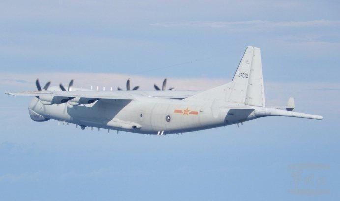 國防部今天公布中共運8反潛機等多種戰機上午侵擾台灣空域,部分還逾越海峽中線。圖/取自國防部官網