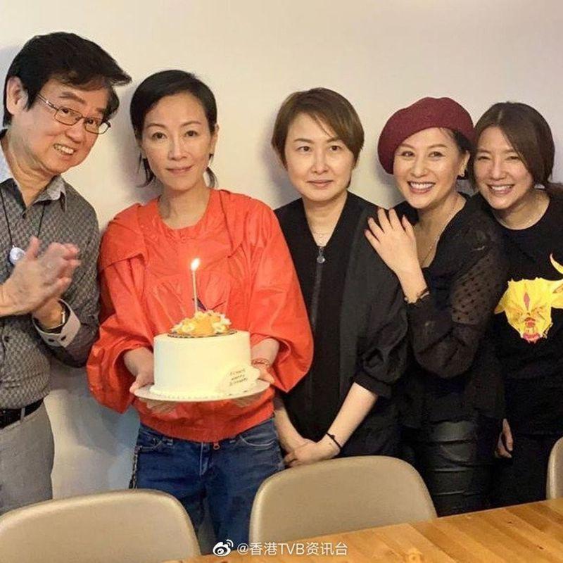 袁潔盈(左2)。圖/摘自微博