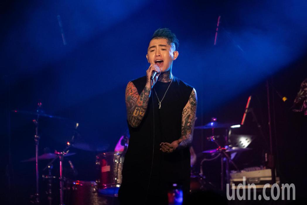 歌手謝和弦今晚舉行「2203回來到」演唱會,現場歌迷全嗨翻。記者季相儒/攝影