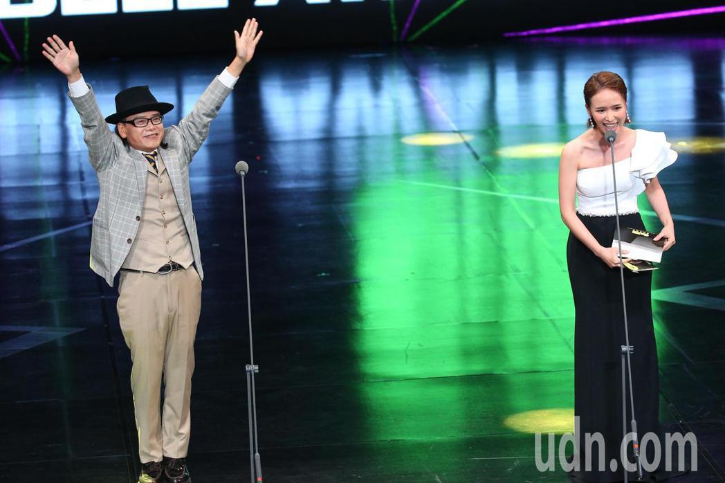 第55屆廣播金鐘獎頒獎典禮在國父紀念館舉行,流氓阿德黃永德(左)以全世界最亮的光