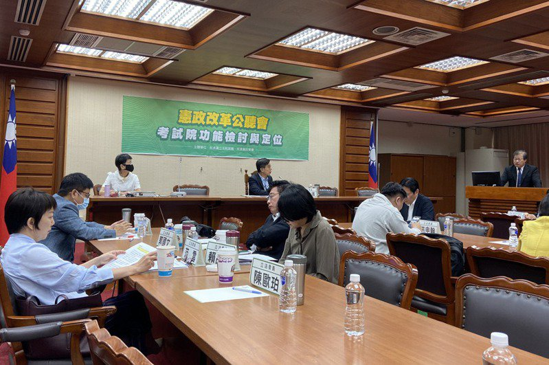 民進黨團上月舉行第一場憲改公聽會,多位立委與會。 圖/聯合報系資料照片