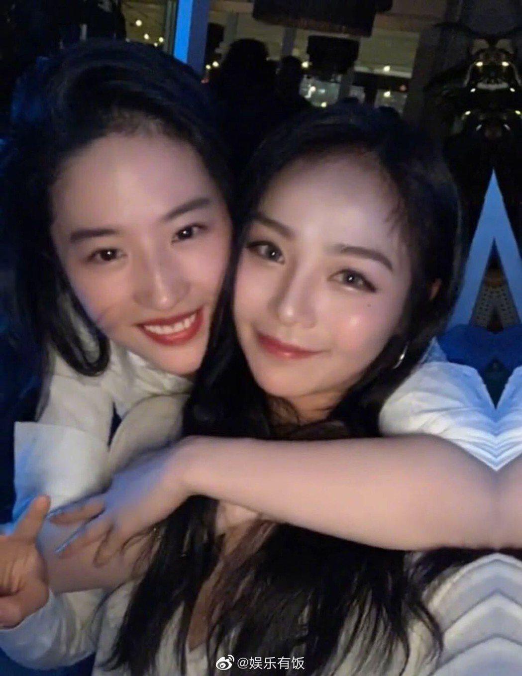 《花木蘭》替身演員劉亞西和劉亦菲合照。圖擷自微博
