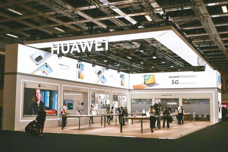 華為等中國企業被美國政府下令禁止運行,中國商務部提出反制。圖為9月初在柏林消費電子展上的華為展區。 新華社