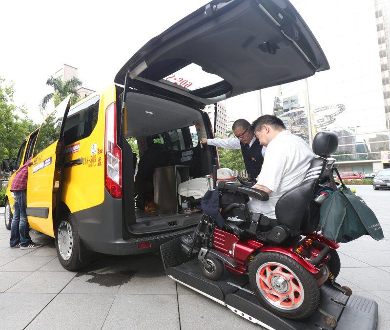 通用計程車需大車體,購車動輒新台幣百萬元以上,雖然交通部有補助,對司機仍是不小的負擔。圖為示意圖,非新聞當事人。 圖/聯合報系資料照片