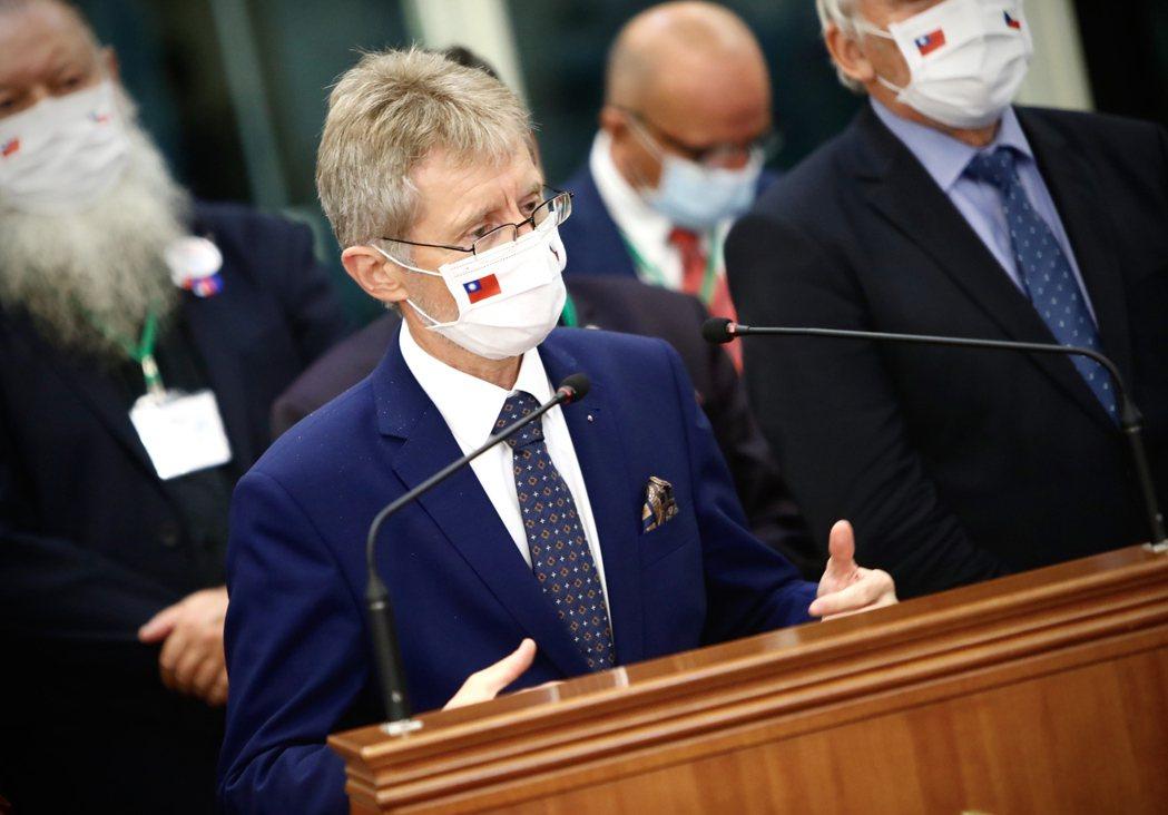 捷克參議院議長維特齊(Miloš Vystrčil)(前) 中央社