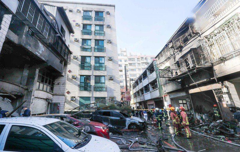 台中市龍井區東海商圈昨天發生氣爆意外,釀4死悲劇,檢警消不排除是人為因素造成。圖...