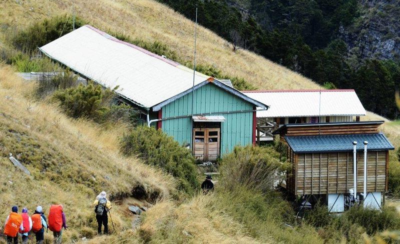 三六九山莊是雪山主峰登頂前最重要的住宿點。圖/雪霸國家公園管理處提供