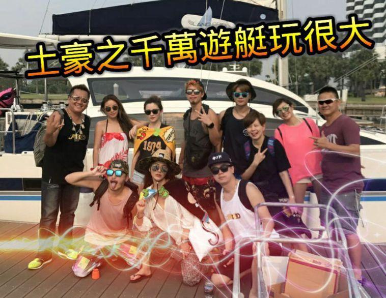 「自由哥」王柏翔(後排左一)常分享與藝人合影畫面。圖/翻攝自由哥臉書