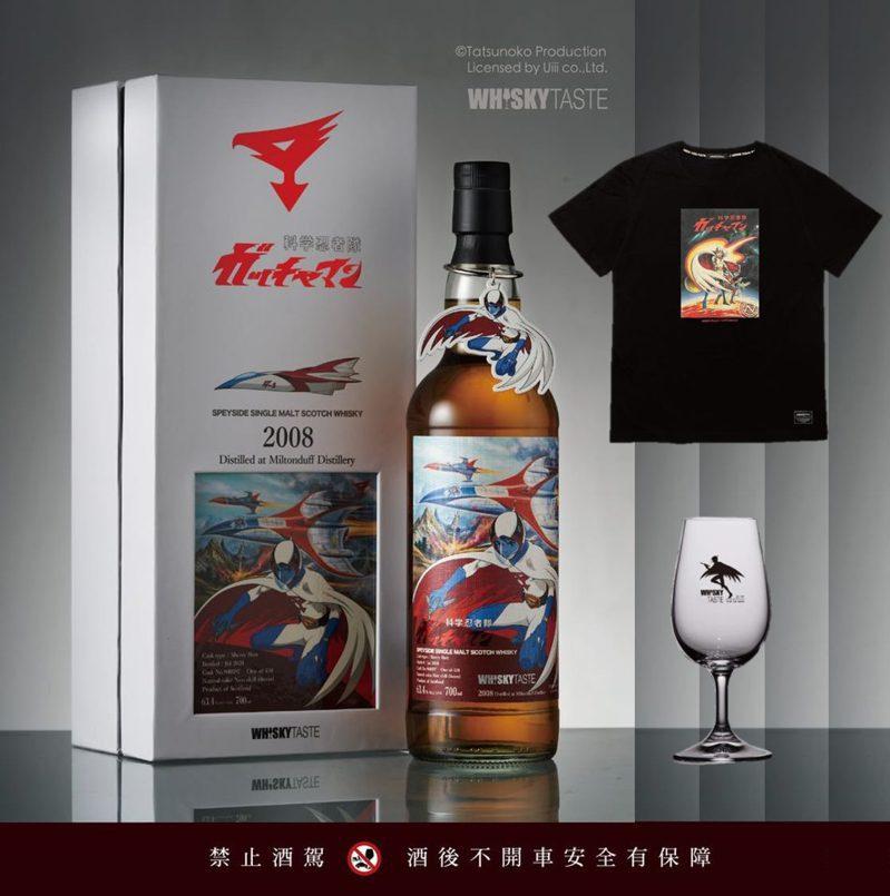 科學小飛俠威士忌鐵雄套組含威士忌、小飛俠紀念杯與聯名潮T。圖/摘自綠芽酒藏臉書。提醒您:禁止酒駕 飲酒過量有礙健康。