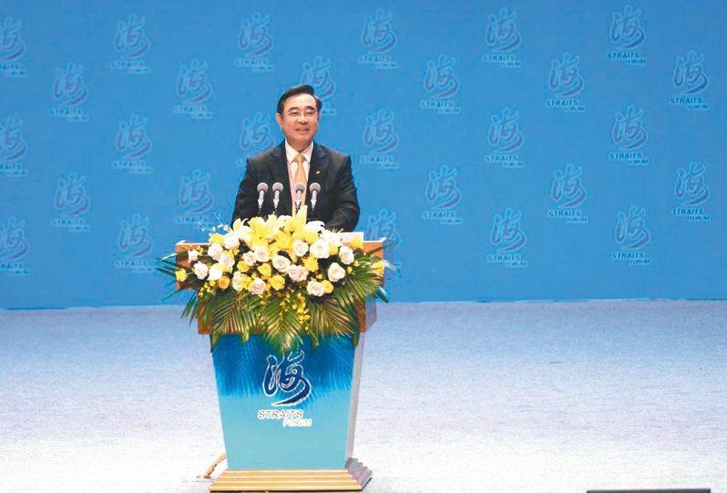 新黨主席吳成典表示,唯有交流才能帶來兩岸和平。(中新社)
