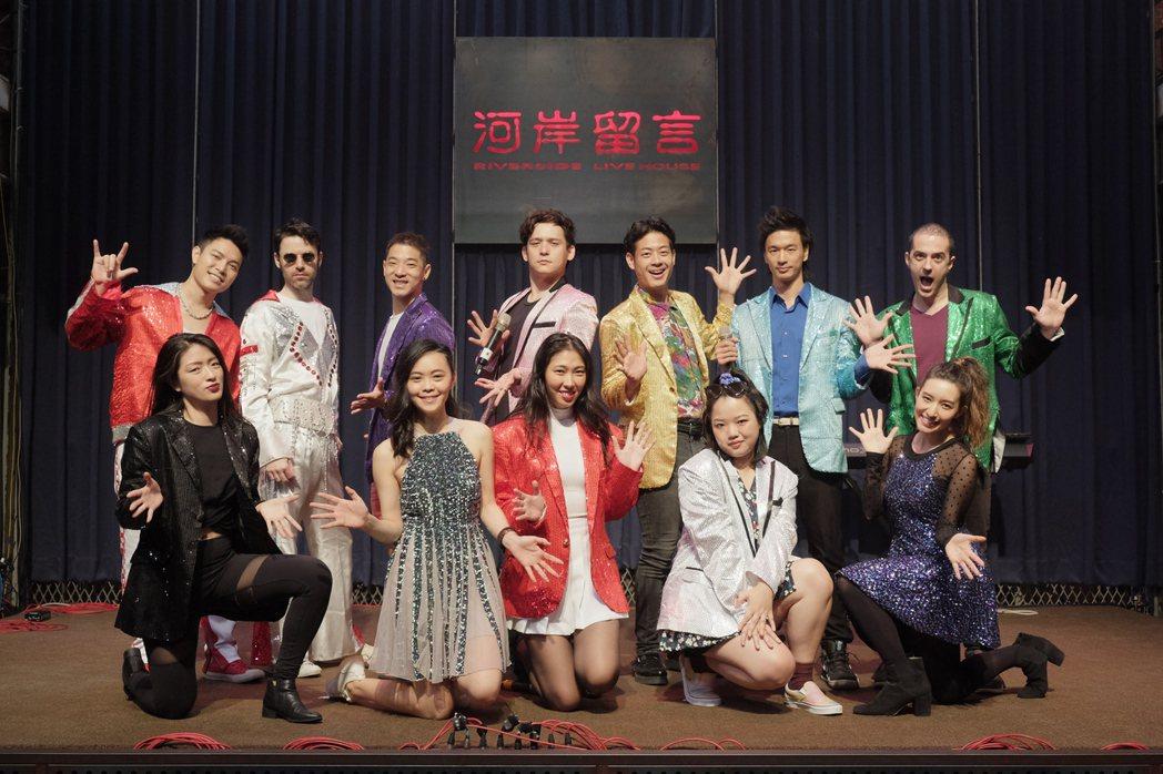 Vicky(前排左起)、Fanny、王若琳、Anna、梁心頤與Echo(後排左起...