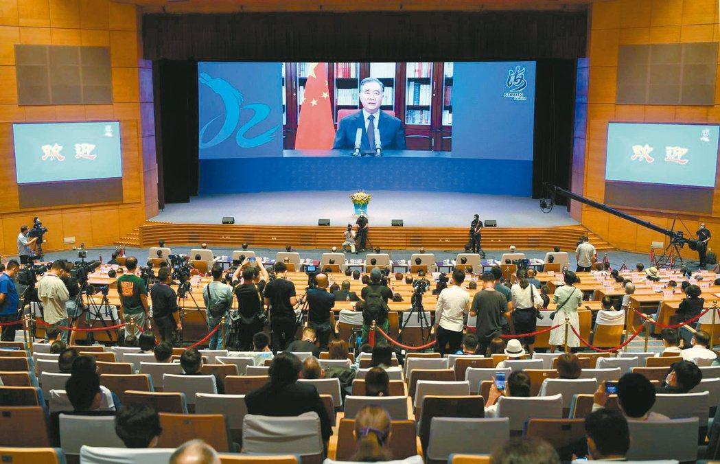 第十二屆海峽論壇昨在廈門舉行。大陸全國政協主席汪洋首次透過視訊致詞。 (中新社)