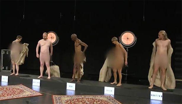 丹麥兒童節目邀請裸男裸女上節目,開放現場孩童提問好奇的問題。圖/取自YouTub...