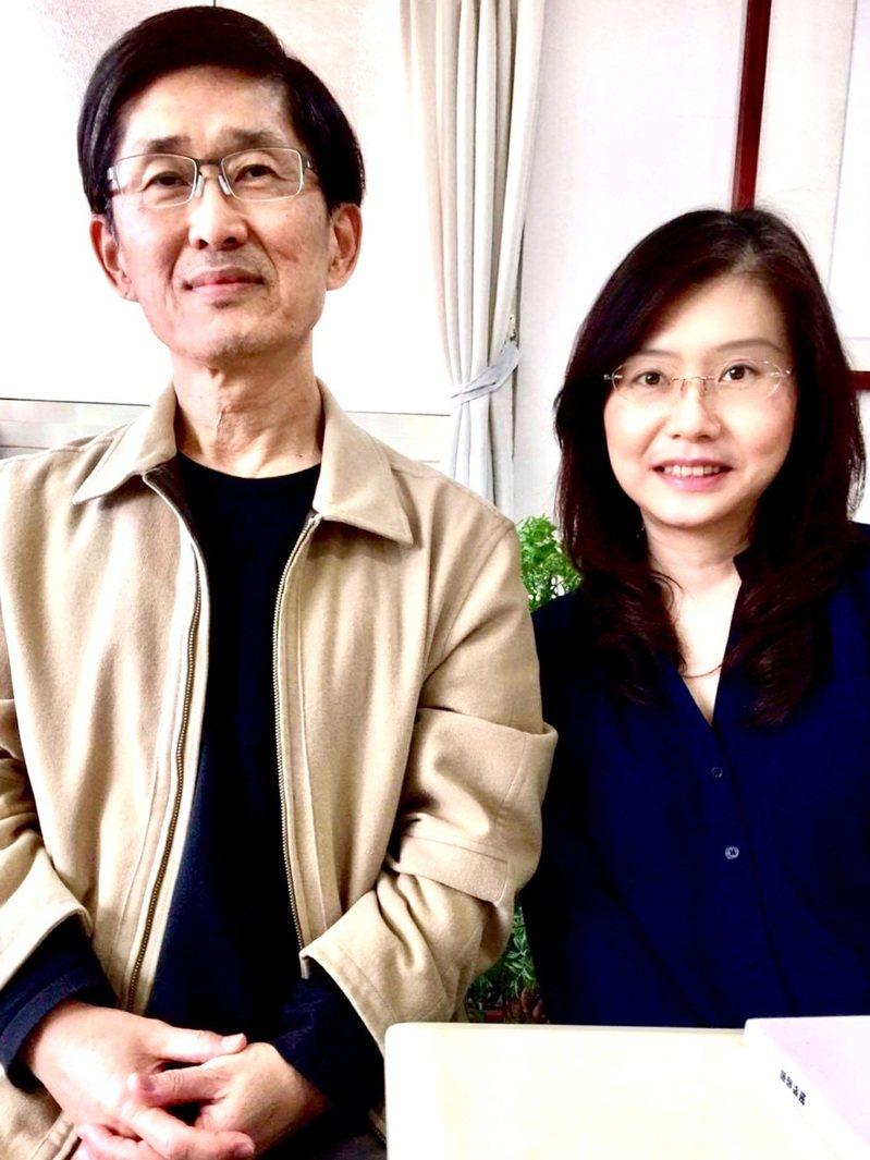 鋼琴家葉青青(右)策劃「秋天的故事」音樂會,以詩人陳義芝(左)詩選與台灣作曲家歌樂創作演出,希望透過音樂會推廣中文藝術歌曲,展現詩作另一種音韻之美。(詠樂集提供) 中央社