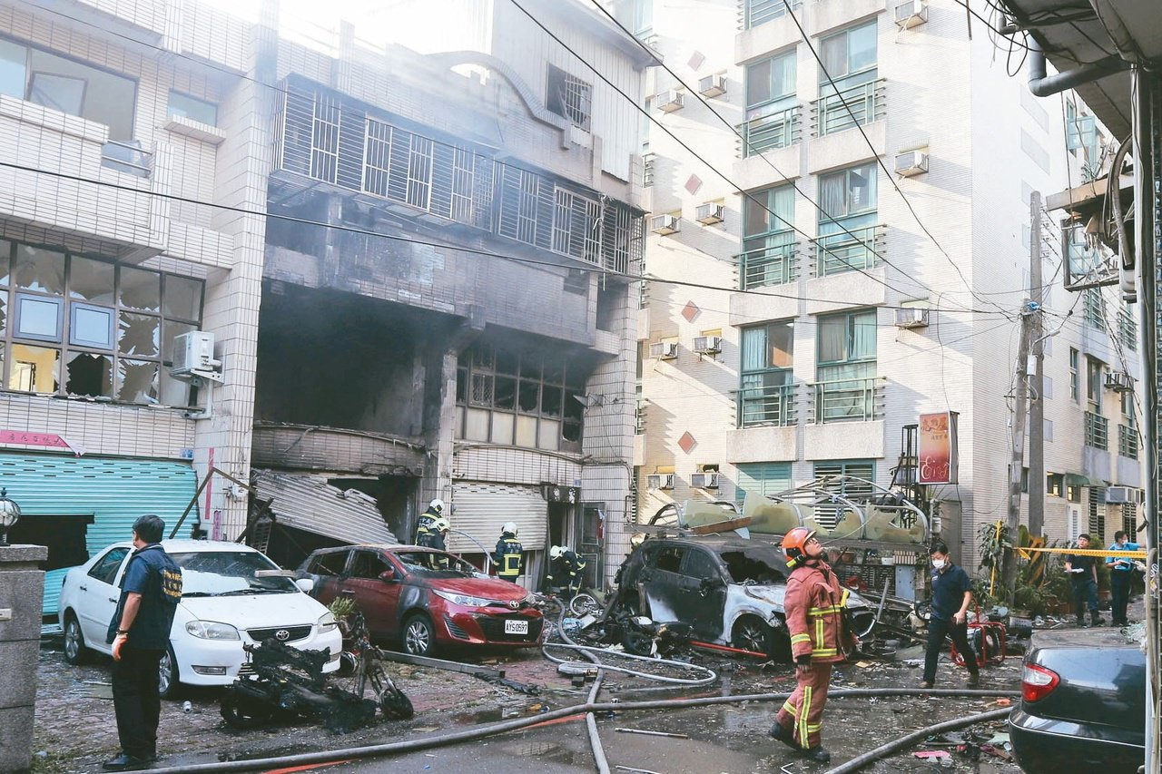 台中市東海商圈一處民宅昨天凌晨發生氣爆,造成四死一傷悲劇。  圖/黃仲裕 攝影