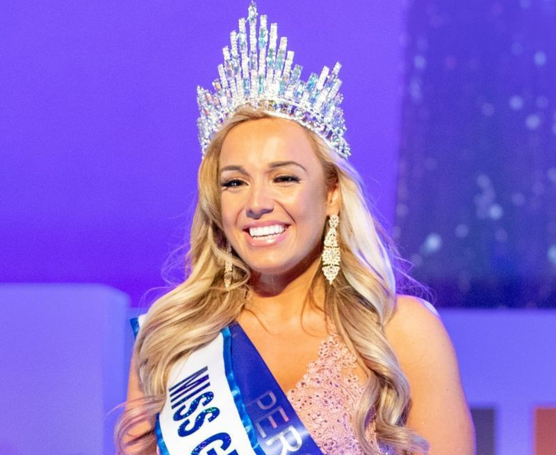 曾狠甩50公斤的愛特金(Jen Atkin),今年獲頒「英國小姐(Miss Great Britain)」后冠。她認為人們對減肥的話語太過敏感。圖/取自Jen Atkin