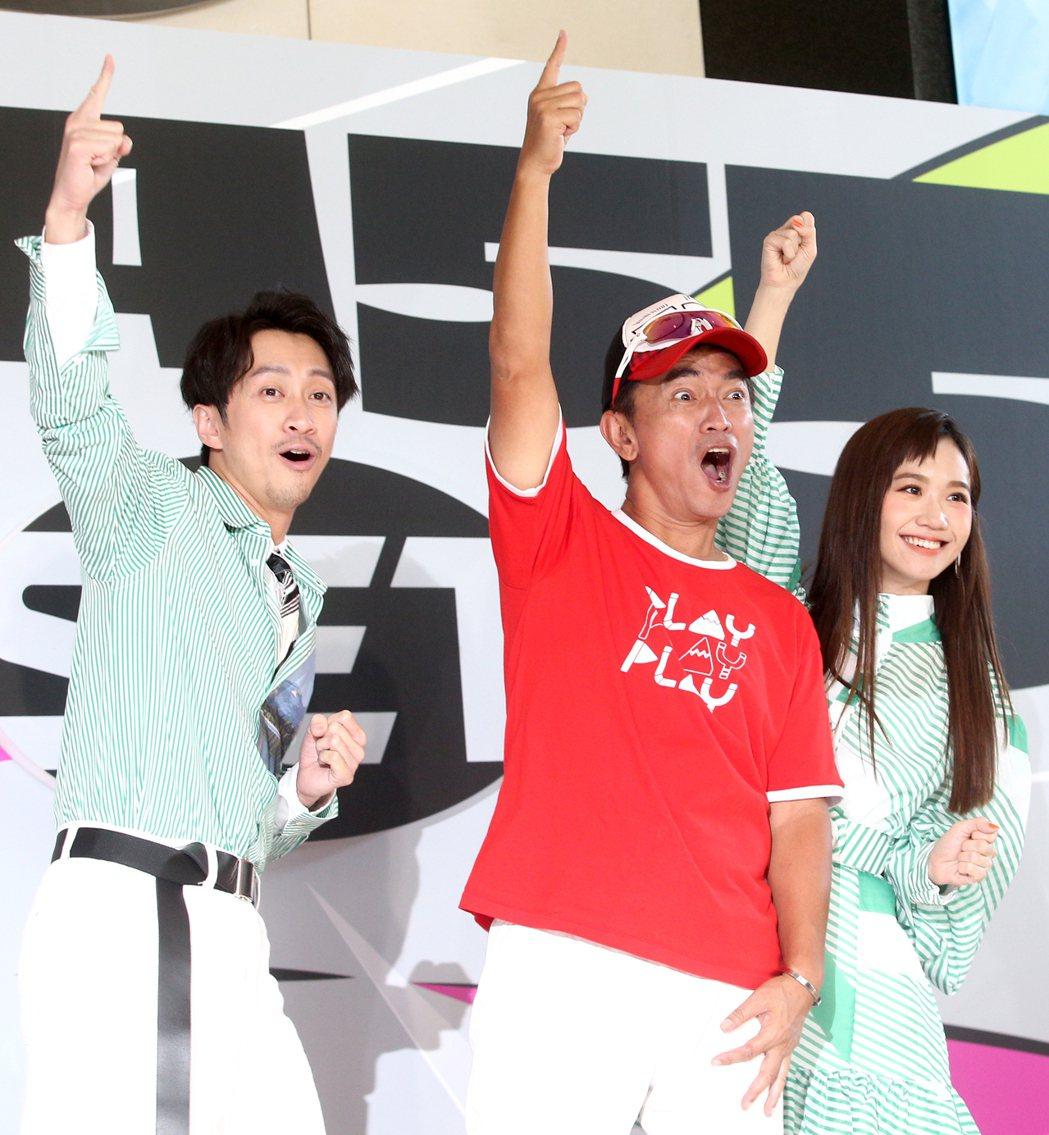 吳宗憲(中)、陳漢典(左)、Lulu黃路梓茵(右)下午一起出席三立金鐘分享會。記...
