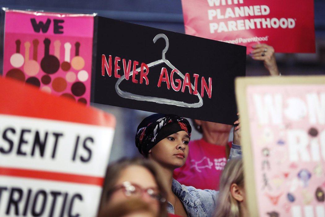 當婦女無法取得安全和合法墮胎醫療時——無執照的密醫,只會為絕望的她們帶來更大的身...