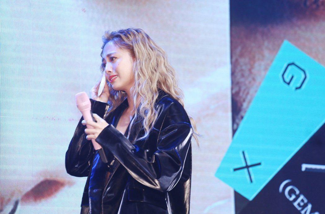 鬼鬼吳映潔發布首張專輯《GX》,提到小鬼黃鴻升的離世,仍止不住淚水。記者曾原信/...