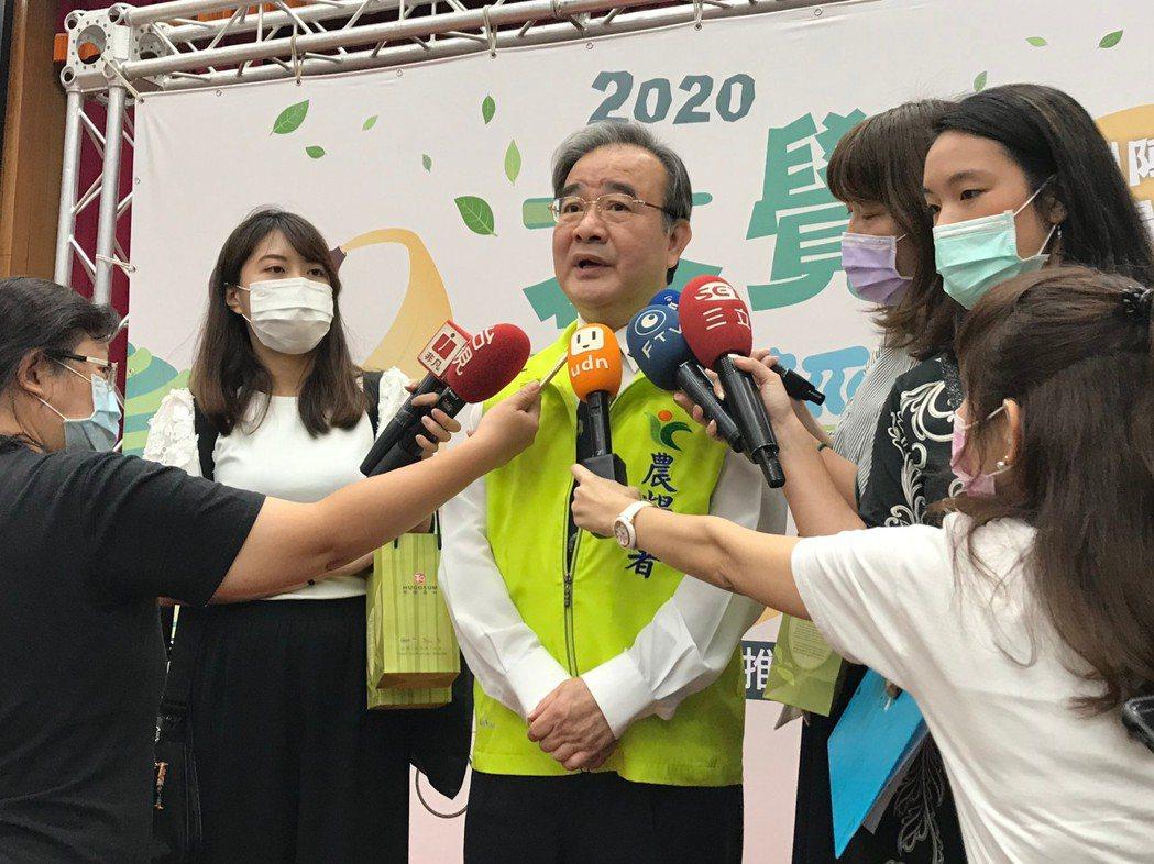 農糧署署長胡忠一接受媒體聯訪,強調農糧署與農會共同推出的三波網路活動,期許在振興...