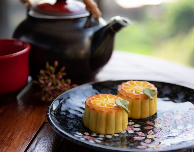 北投麗禧溫泉酒店只送不賣的「金萱蜜柚奶黃月餅」,要給中秋節當天入住的房客獨享。 ...