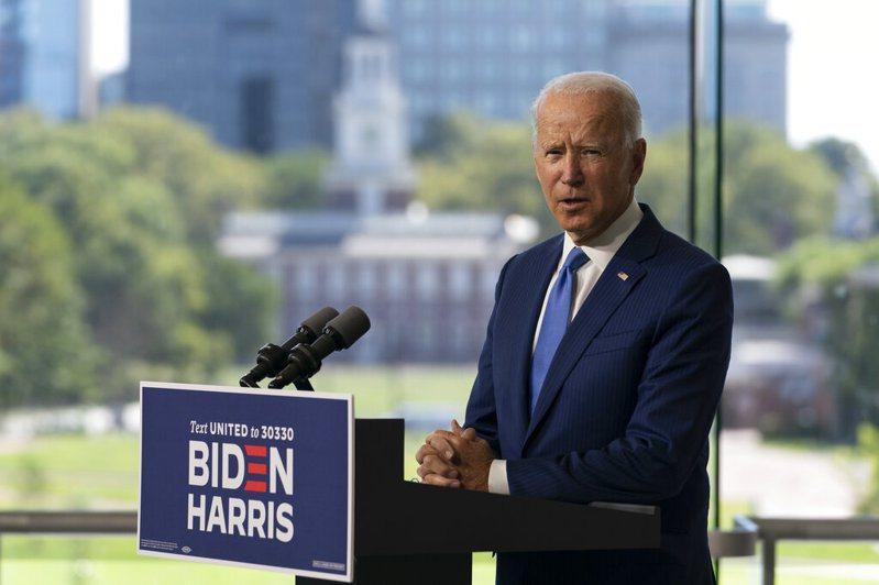 民主黨總統候選人拜登選定疫情與全民健保議題,全力攻擊川普。 美聯社