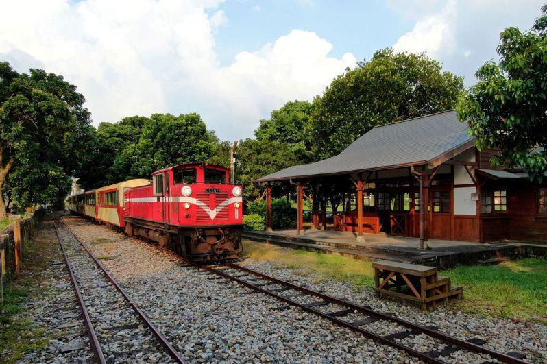 阿里山林鐵中秋節連假加開來回2班次列車。 圖/林鐵及文資處提供