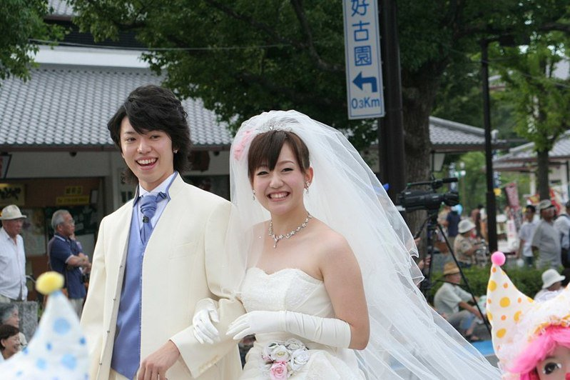 日本內閣府20日決定,從明年4月起將新婚生活補助上限提高一倍,期盼藉此提高日本國民結婚意願。(photo by Corpse Reviver on Wikimedia Commons , used under CC License)