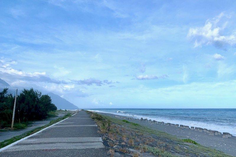 新城海堤往北方向走到底的是「立霧溪出海口」。