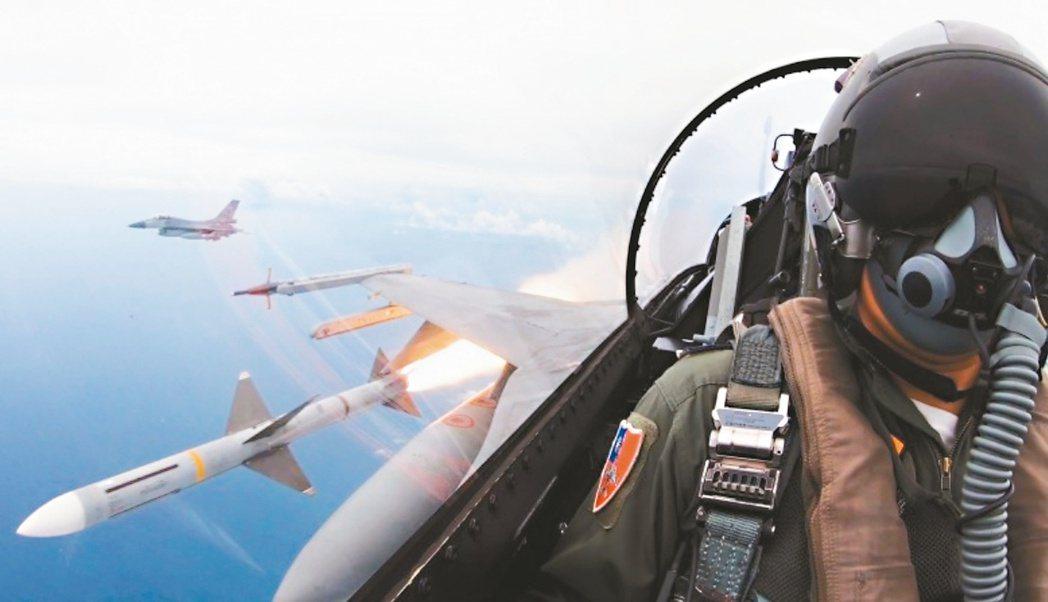 國防部將戰備規定中的「第一擊」,改稱為「行使自衛反擊權」,須在對方有明顯敵對行為...