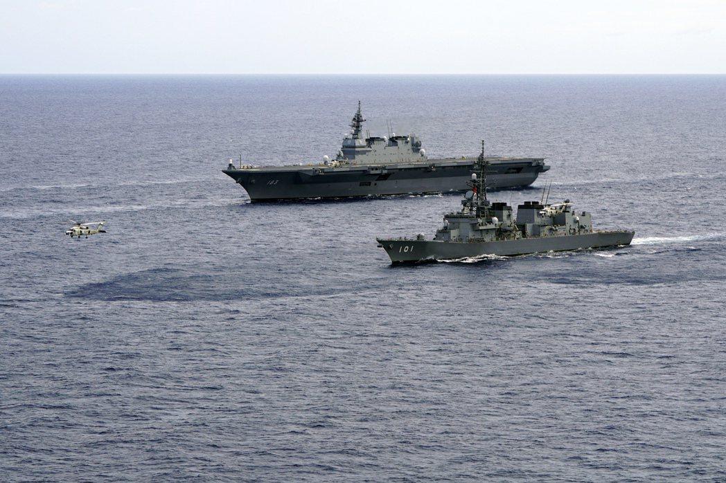圖為出雲號直升機護衛艦和村雨號驅逐艦2019年6月28日參加海事安全演習檔案照。...