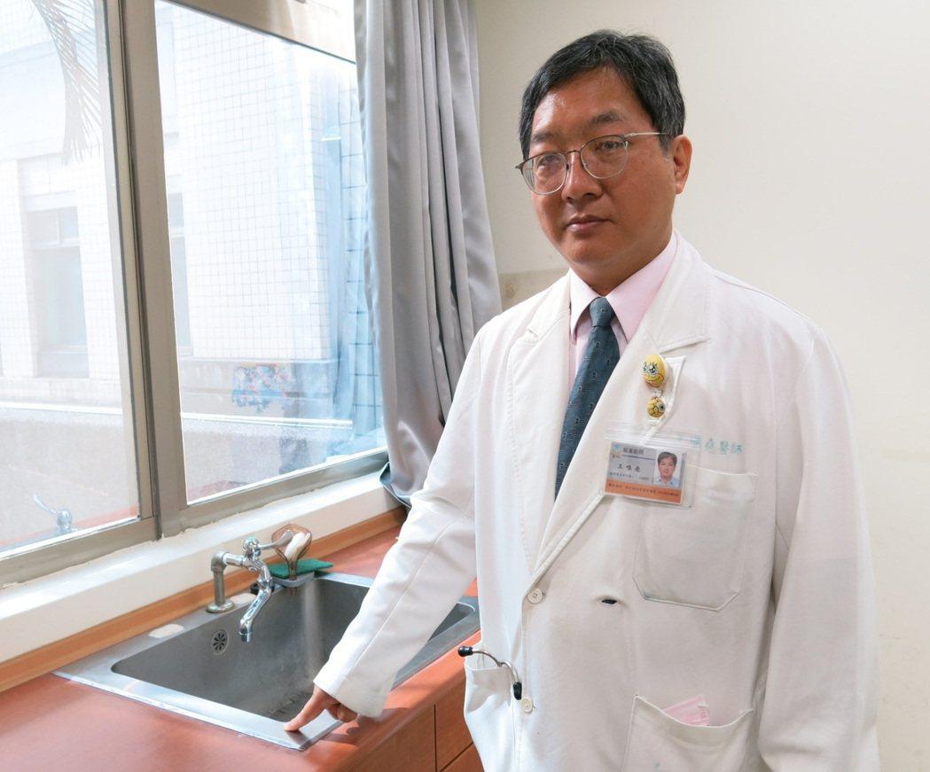 衛福部豐原醫院感染科主任王唯堯表示新冠肺炎的病毒可以在不鏽鋼表面中最常存活9天。...
