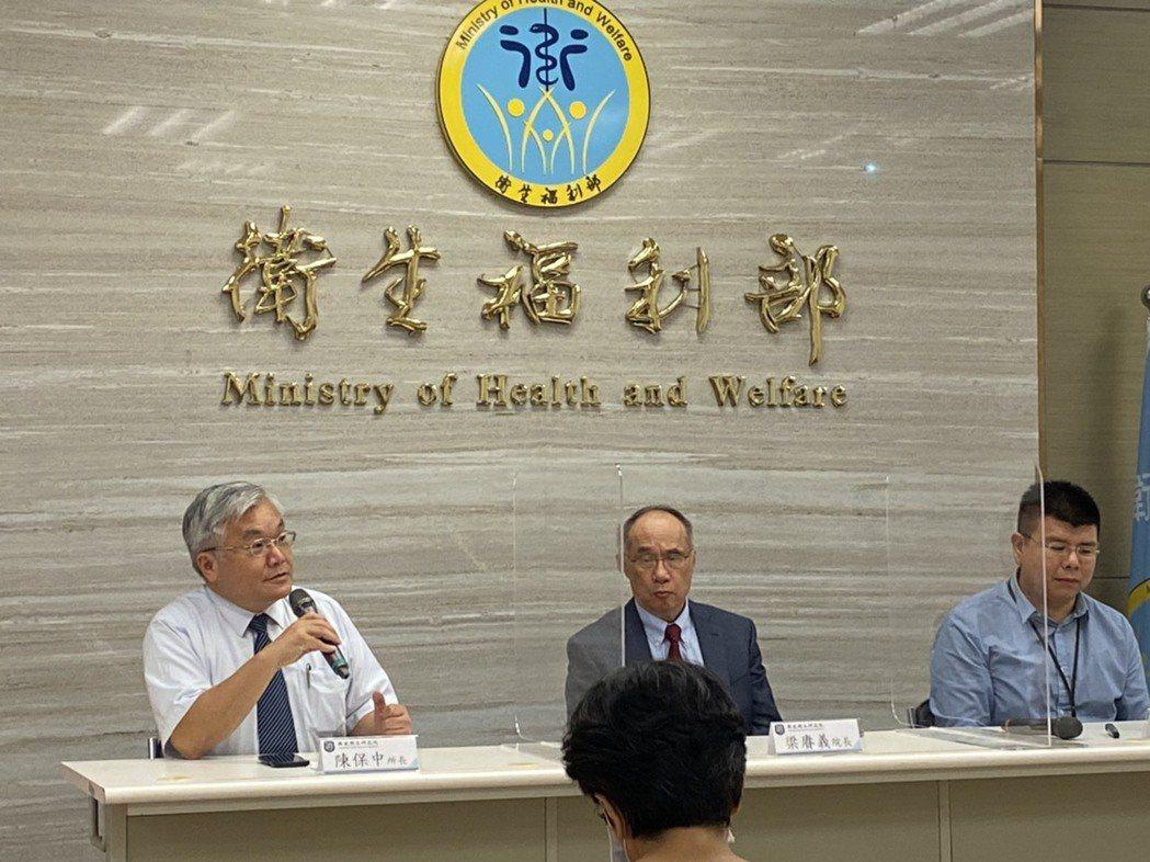 國衛院國家環境醫學研究所所長陳保中(左)表示,該研究為初步成果,需更長時間研究追...