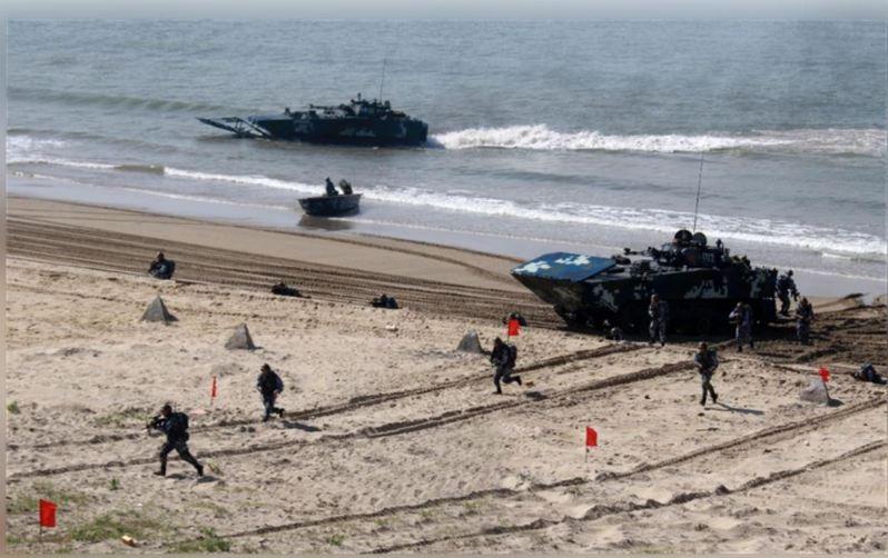 圖為共軍搶灘登陸訓練。中新社