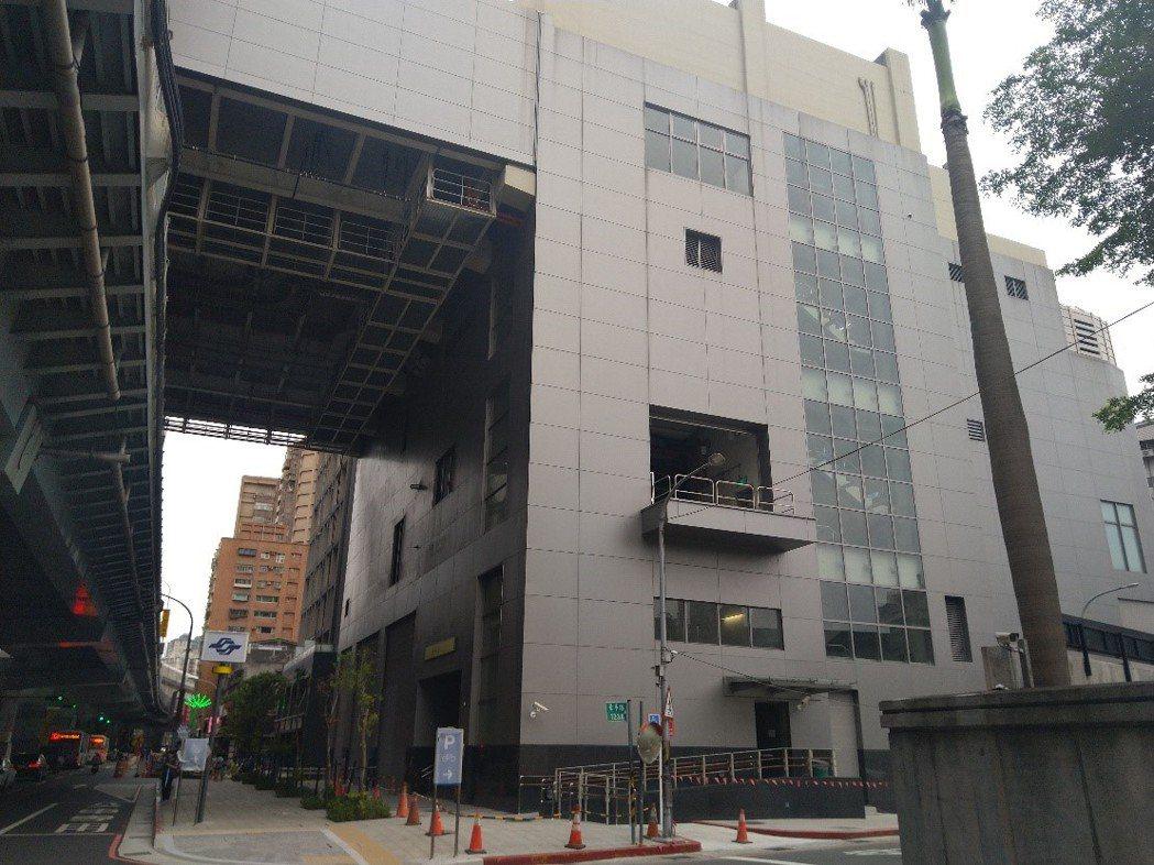 新北捷運局今與將捷集團共同簽署投資契約推出住商大樓。圖/新北捷運局提供